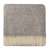 URBANARA 220x260 cm Wolldecke 'Gotland' Grau/Creme - 100% Reine skandinavische Wolle - Ideal als Überwurf, Plaid oder Kuscheldecke für Sofa und Bett - Warme Decke aus Schurwolle mit Fransen