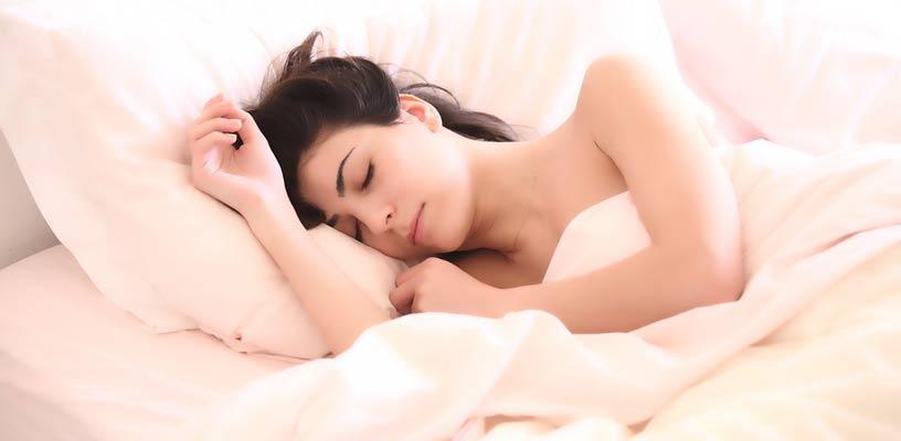 ist schlafen mit kontaktlinsen gefährlich?