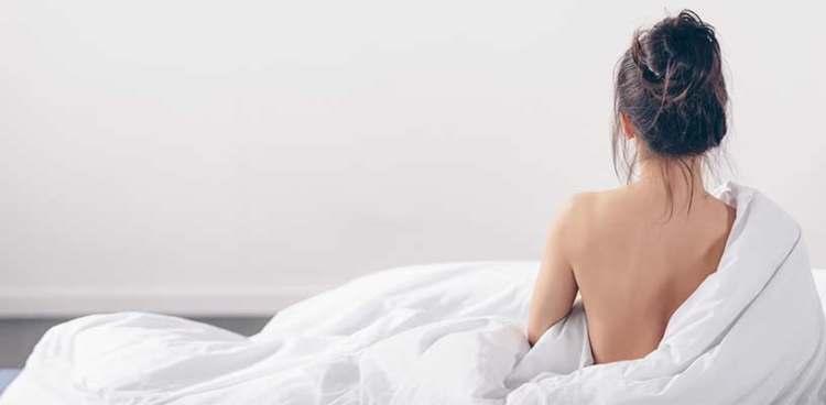 nackt im schlaf